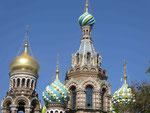 """Türme der """"Blutkapelle"""" in St. Petersburg"""