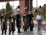 Begrüßungsmusik vor einem Hotel in Taschkent,Usbekistan