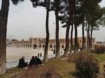 Historische Flussbrücke ohne Fluss, Isfahan, I. R. Iran