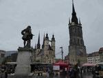 Blick vom Händel-Denkmal auf den Roten Turm und die Marienkirche in Halle/Saale
