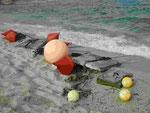 Festmacherbojen am Strand im Herbst auf Kreta