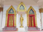 Haupthalleneingang im Wat Puttamongkon in Phuket-Town, Thailand