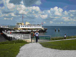 Fahrgastschiff vor Memenblik am Ijsselmeer, Niederlande