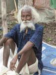 Alter Mann in einem westbengalischen Dorf