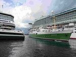 Oldtimer und Kreuzfahrer im Hafen von Stavanger