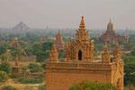 2000 Tempel und Pagoden in Bagan, Myanmar (Burma)