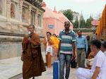 Pilger aus Myanmar am  Mahabodhi Tempel von Bodhgaya, Indien