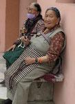 Tibetische Frauen  am Mahabodhitempel von Bodhgaya