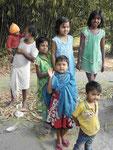 Kinder in einem westbengalischen Dorf
