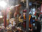 Imbissbude mit Schweineköpfen in Taipei, Taiwan