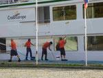 """Matrosen reinigen die """"Fernao de Magalhaes"""" am Douro, Nordportugal"""
