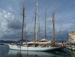 Segelschiffe im Hafen von St. Tropez, Frankreich