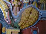 Fabeltier im buddhistischen Teil der Embekke Devalaya, Sri Lanka