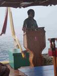 Rudergänger mit dem Fuß auf den den Malediven