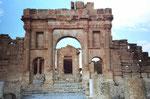 Eingang zu einer römischen Ruinenstadt in Tunesien