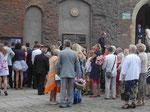 Hochzeitsgesellschaft auf der Dominsel in Breslau, Polen