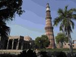 Qutub Minar mit 73 m hohen Minarett in Delhi, Indien