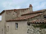Häuserdächer in Gassin, Südfrankreich
