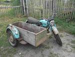 Sowjetisches Motorrad mit Beiwagen in der Ukraine