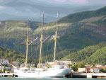 In Hamburg gebauter Segler in der Bucht von Kotor, Montenegro