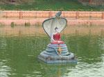 Buddhasitz unter der Nagaschlange im Muchlinda Teich in Bodhgaya