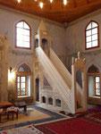 Mimber in einer erneuerten Moschee in Mostar, Bosnien Herzogovina