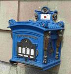 Historischer Briefkasten an der Hauptpost in Potsdam, Deutschland