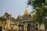Am Ananda-Tempel bei Bagan, Myanmar (Burma)