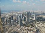 Blick vom Burj Khalifa, dem höchsten Haus der Welt, auf Dubai (V.A.E.)