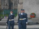 Weibliche Ehrenwache am Grabmal des Unbekannten Soldaten, Ottawa, Kanada