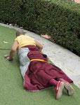 Tibetischer Mönch umkreist den Mahabodhitempel von Bodhgaya