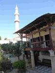 Türkische Bibliothek und Süleiman-Moschee in der Altstadt von Rhodos, Griechenland