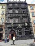 Renaissancehaus auf dem Marktplatz in Lemberg, Ukraine