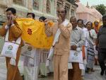 Pilger aus Myanmar am Mahabodhitempel von Bodhgaya