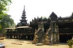 Das alte Yoke-Son Kloster mit Teakholz-Schnitzereien,  Myanmar (Burma)