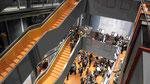 Treppenaufgang, Barenboim Said Akademie, Pierre-Boulez- Saal von Frank O. Gehry, Berlin-Mitte