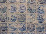 Fliesenwand mit religiösen Motiven im Barockschloss Bothmer, Klütz, Mecklenburg