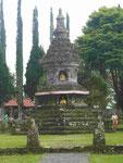 Buddha-Pagode im hinduistischen Tempel Ulun Danu, Bali, Indonesien