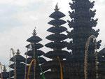 Türme von Hindutempeln, Bali, Indonesien