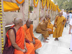Mönche am  Mahabodhi Tempel von Bodhgaya, Indien