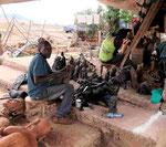 Holzschnitzer in Kenia