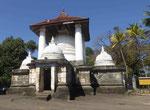 Dagobas  im Tempel Lankathilaka, Sri Lanka