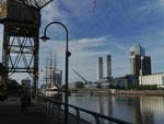 Calatrava-Brücke in der Hafen-City von Buenos Aires, Argentinien