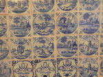 Fliesenwand mit weltlichen Motiven im Barockschloss Bothmer, Klütz, Mecklenburg