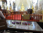 Buddhastatue im Dalada Maligawa in Kandy, Sri Lanka