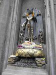 Figur am Mahabodhi Tempel von Bodhgaya, Indien