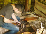 Drechsler in einem Museumsdorf in Bulgarien