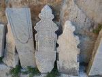 Muslimische Grabsteine im Innenhof der Isabey Moschee, Selcuk, Türkei