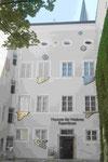 Fensterzungen von Hundertwasser am Museum Rupertinum in Salzburg