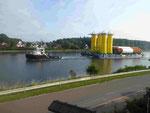 Das Untergestell einer Offshore Windanlage im NOK (Nord-Ostsee-Kanal)
